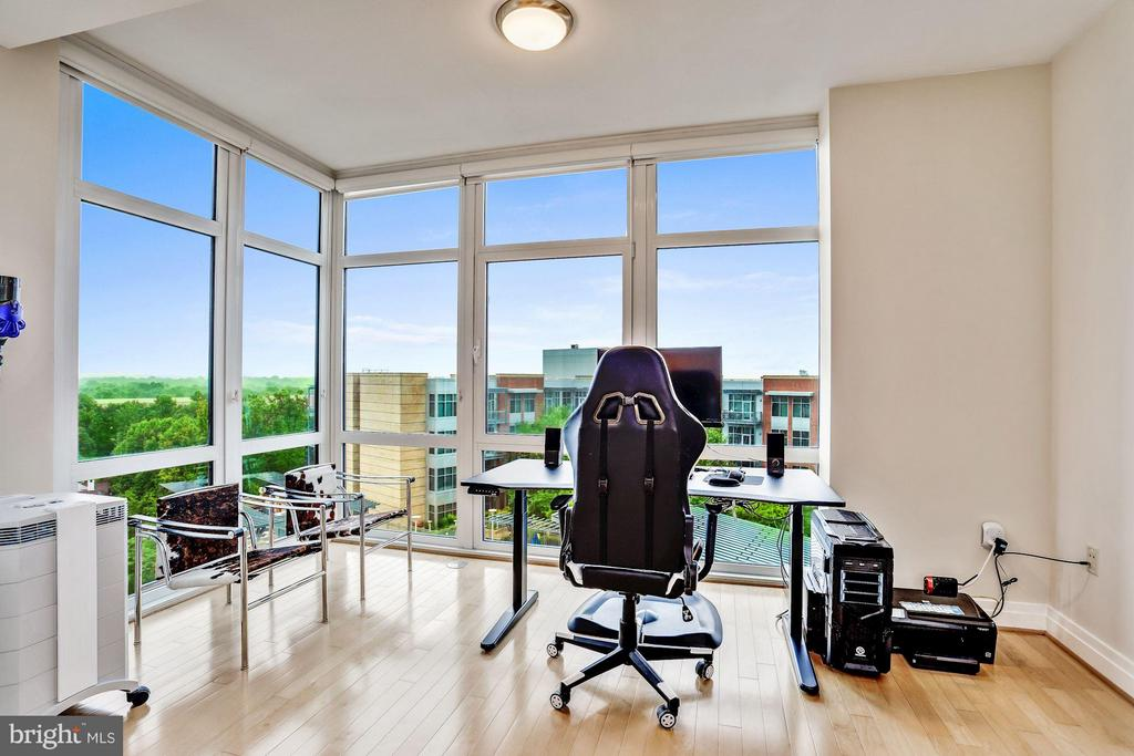 Floor To Ceiling Windows - 8220 CRESTWOOD HEIGHTS DR #714, MCLEAN