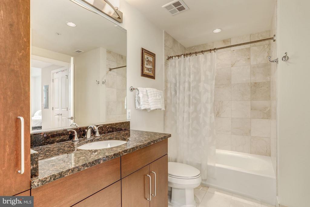 High-End Bathroom - 8220 CRESTWOOD HEIGHTS DR #714, MCLEAN
