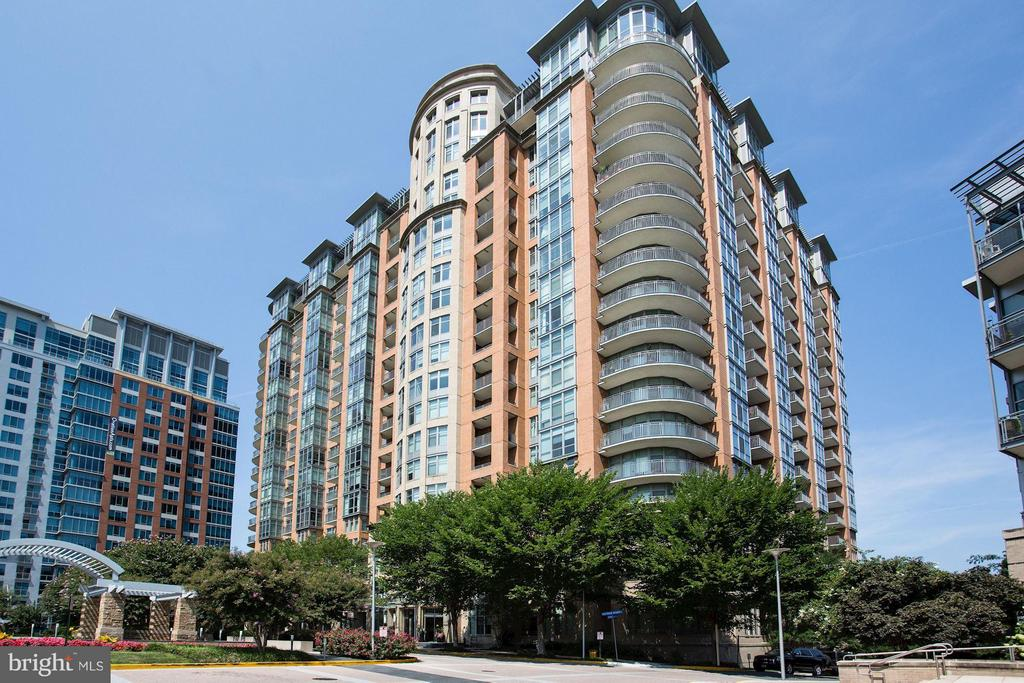 Exclusive One Park Crest Condos - 8220 CRESTWOOD HEIGHTS DR #714, MCLEAN