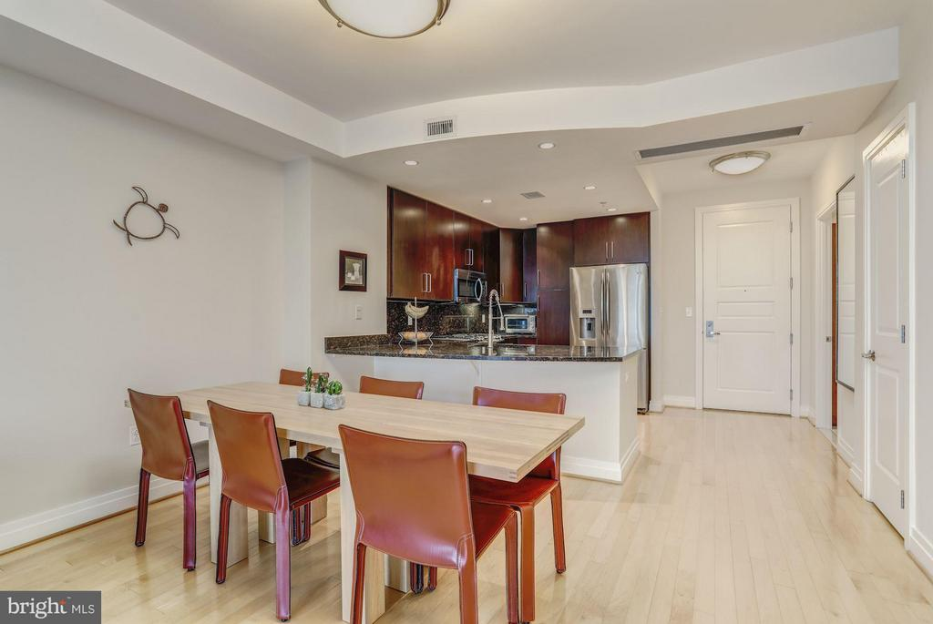 Large Enough For Full Dining Area - 8220 CRESTWOOD HEIGHTS DR #714, MCLEAN