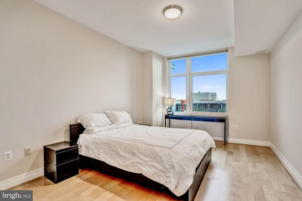 Master Bedroom - 8220 CRESTWOOD HEIGHTS DR #714, MCLEAN
