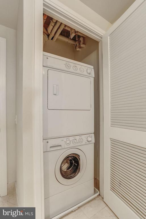 Full Size Washer/Dryer - 8220 CRESTWOOD HEIGHTS DR #714, MCLEAN