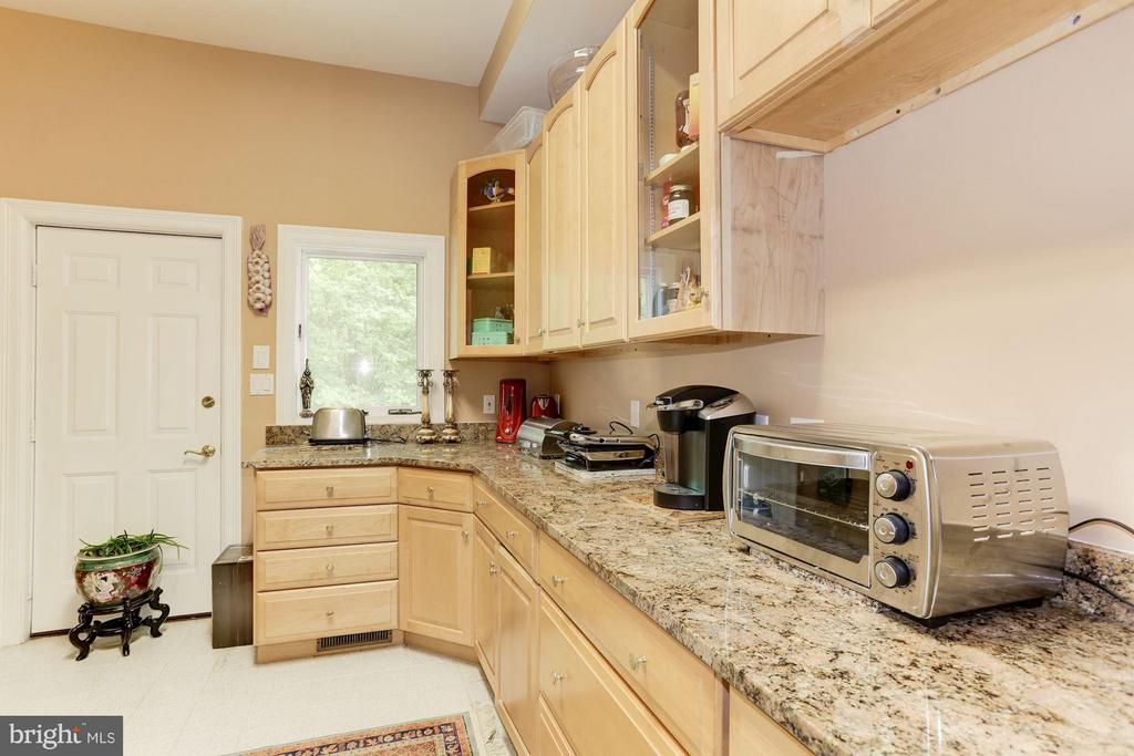 Butlers Pantry - 11712 LAKE POTOMAC DR, ROCKVILLE