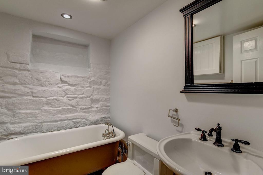 Bath - 1521 33RD ST NW, WASHINGTON