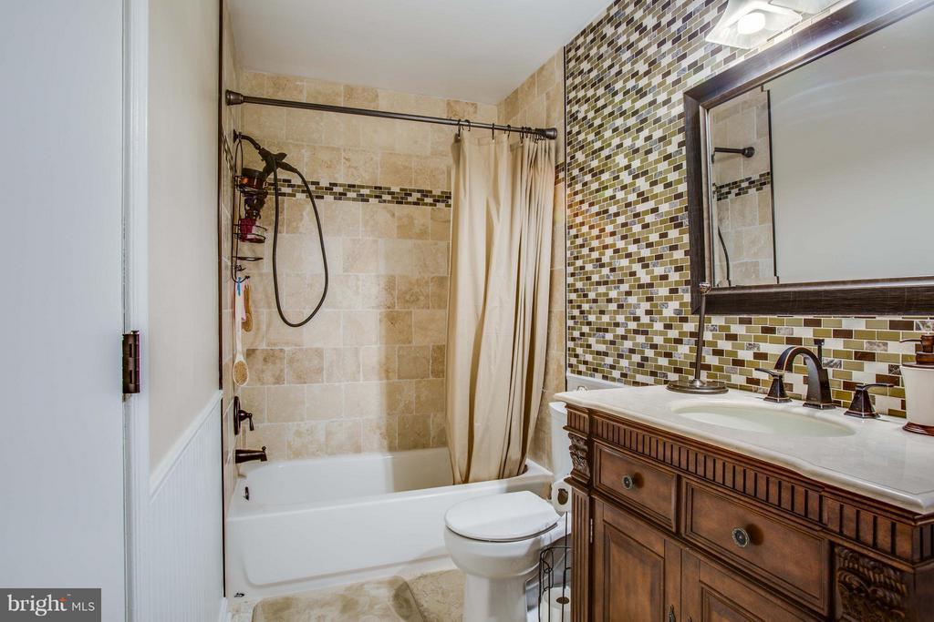 Bath (Master) - 3 MICKEY CT, FREDERICKSBURG