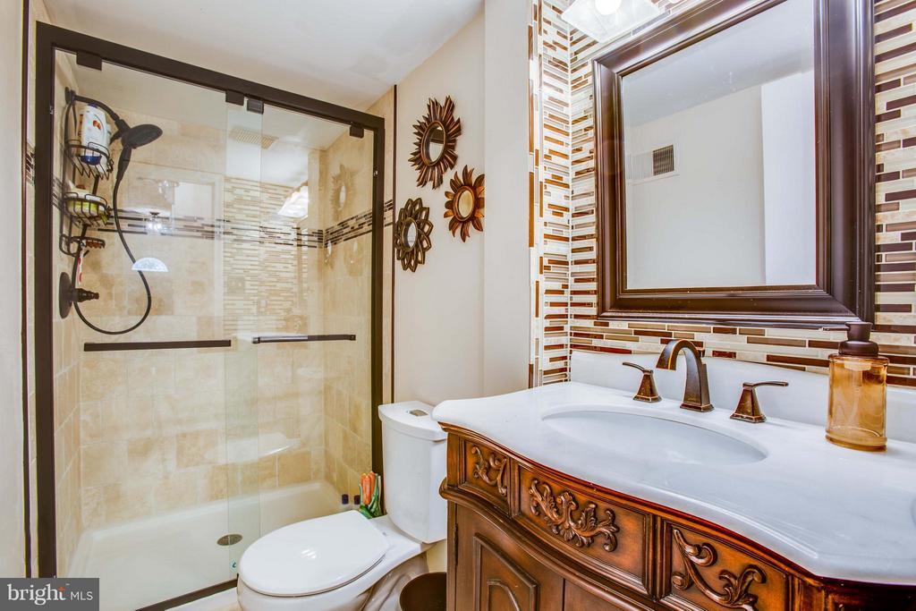 Completely Renovated Full Bath - 3 MICKEY CT, FREDERICKSBURG