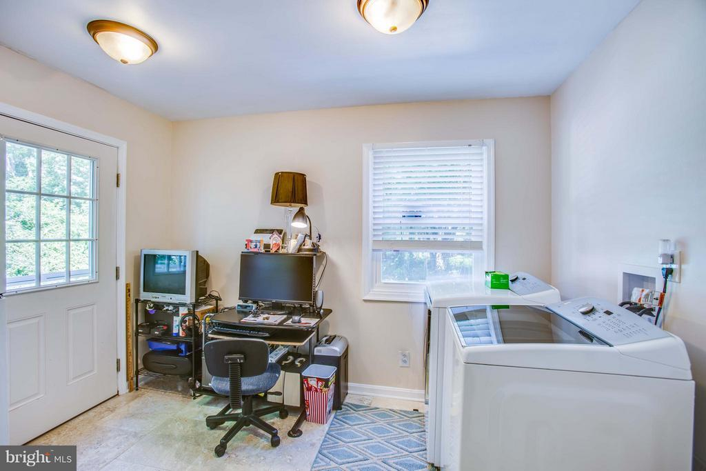 Extra Room for Laundry/Office/Mud Room - 3 MICKEY CT, FREDERICKSBURG