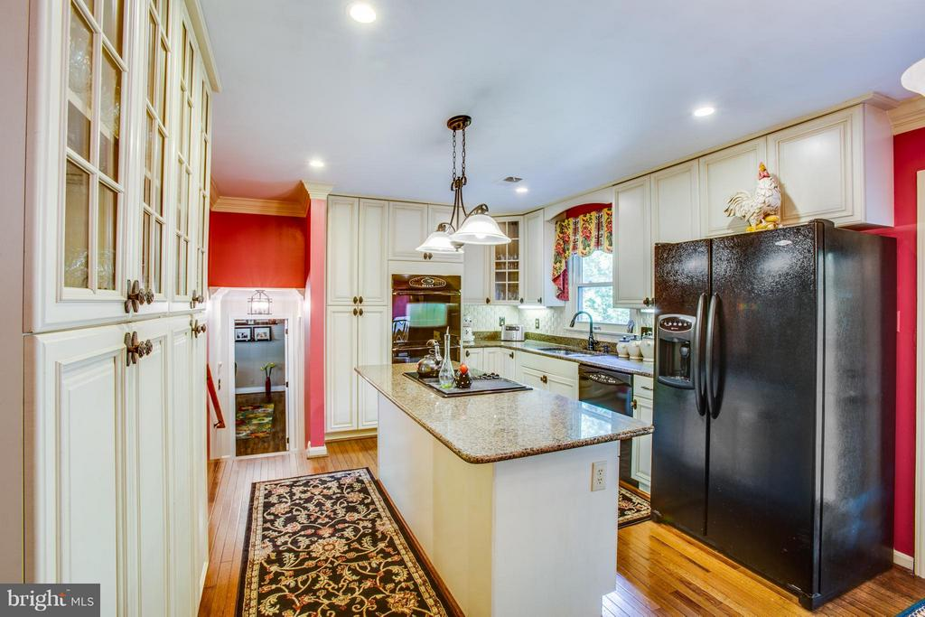 Completely Remodeled Kitchen - 3 MICKEY CT, FREDERICKSBURG