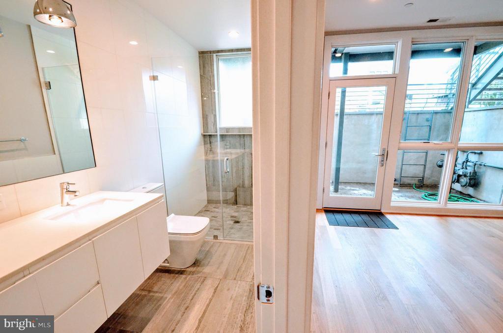 Bath (Master) - 508 L ST NE #A, WASHINGTON