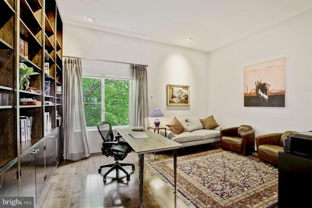Library/Family Room w/ Built Ins - 3251 PROSPECT ST NW #402, WASHINGTON