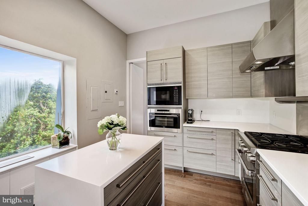 Sunlit Kitchen - 3251 PROSPECT ST NW #402, WASHINGTON