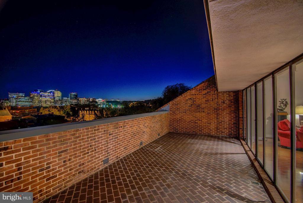 Private Terrace - 3251 PROSPECT ST NW #402, WASHINGTON