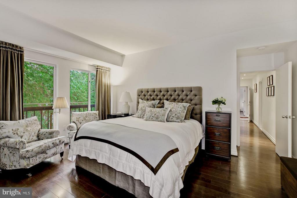 Master Suite w/ Walk-In Closet - 3251 PROSPECT ST NW #402, WASHINGTON