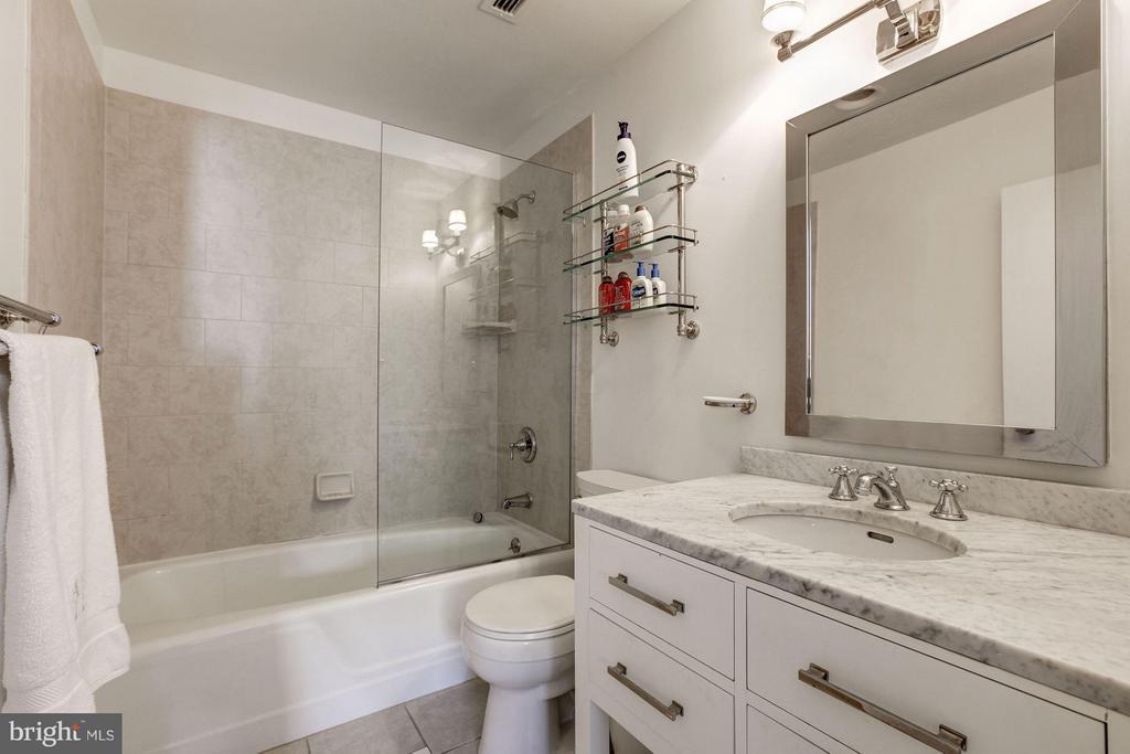Bathroom - 3251 PROSPECT ST NW #402, WASHINGTON