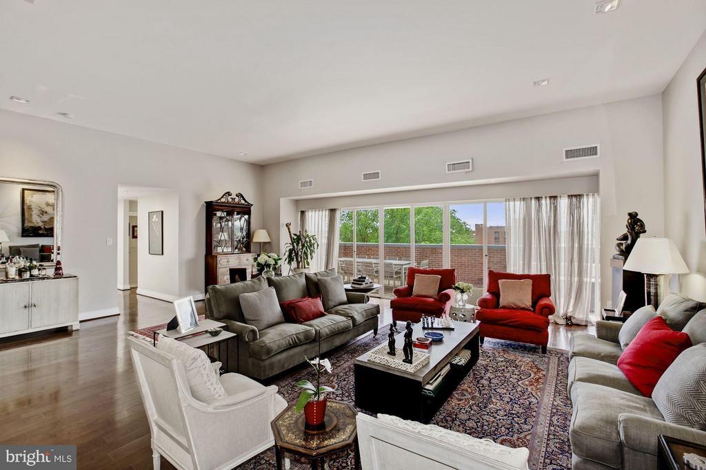 Living Room Overlooking Terrace - 3251 PROSPECT ST NW #402, WASHINGTON