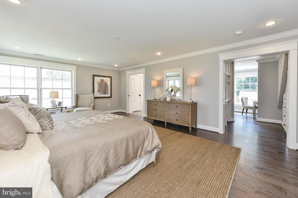 Master bedroom suite with bath and dressing rooms - 2779 WAKEFIELD ST, ARLINGTON