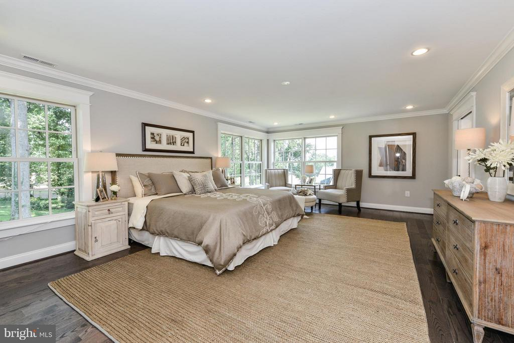 Large luxury master bedroom - 2779 WAKEFIELD ST, ARLINGTON