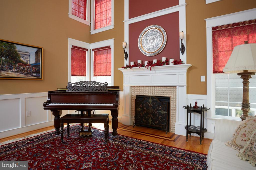 Living Room - 6750 25TH ST N, ARLINGTON