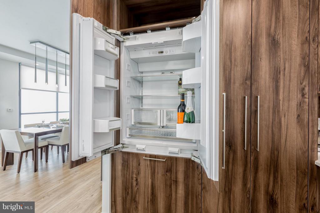 Kitchen - 8399 WESTPARK DR #1010, MCLEAN