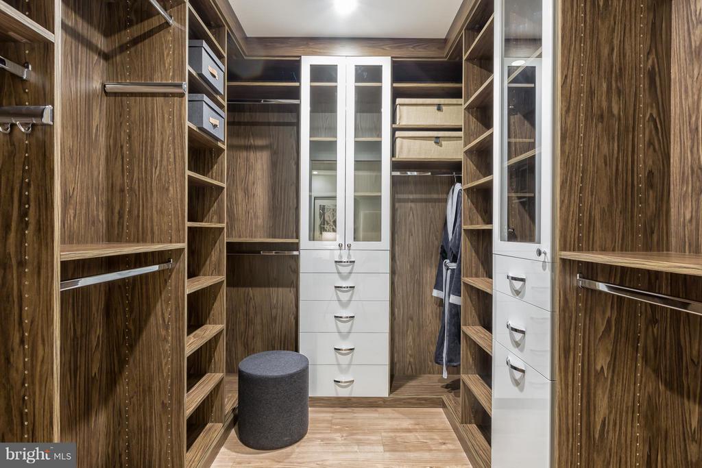 Bedroom (Master) - 8399 WESTPARK DR #1010, MCLEAN