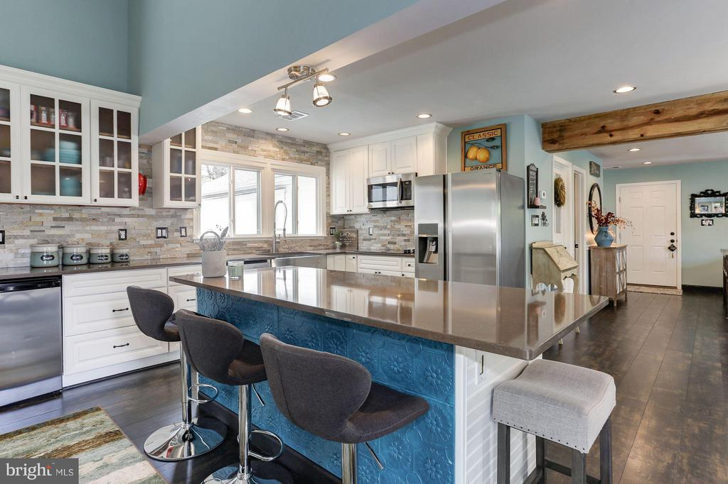 LOADS of CABINETS and GENEROUS COUNTER TOP SPACE! - 415 CLAGETT ST SW, LEESBURG
