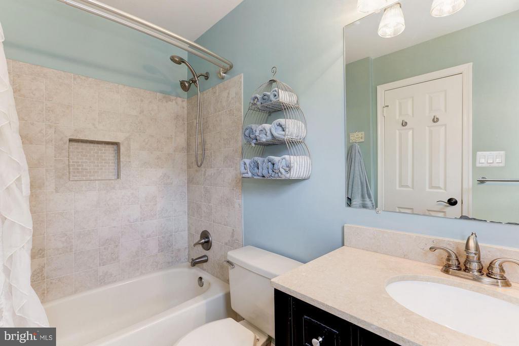 FULL BATHROOM #2 - 415 CLAGETT ST SW, LEESBURG