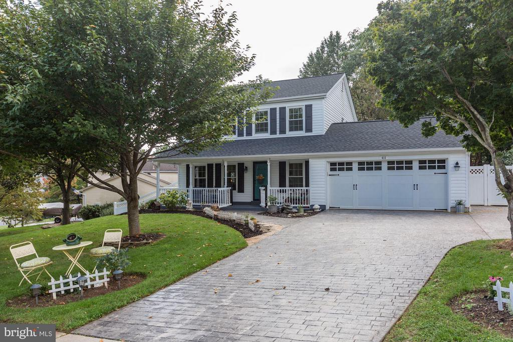 WELCOME HOME! - EXPANDED and STAMPED DRIVEWAY! - 415 CLAGETT ST SW, LEESBURG
