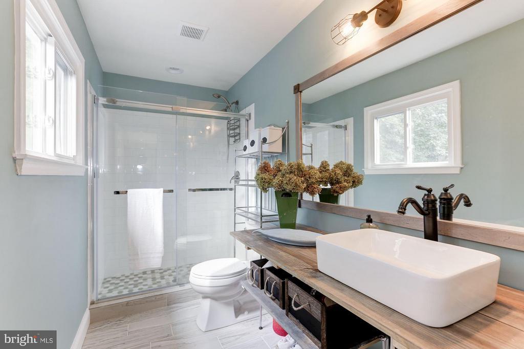 MASTER BATHROOM - GORGEOUSLY RENOVATED! - 415 CLAGETT ST SW, LEESBURG