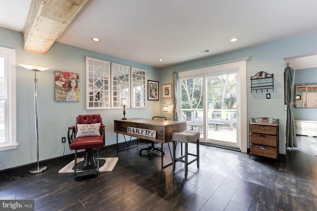SEP. SPACE - PERFECT AS DINING RM or HOME OFFICE! - 415 CLAGETT ST SW, LEESBURG