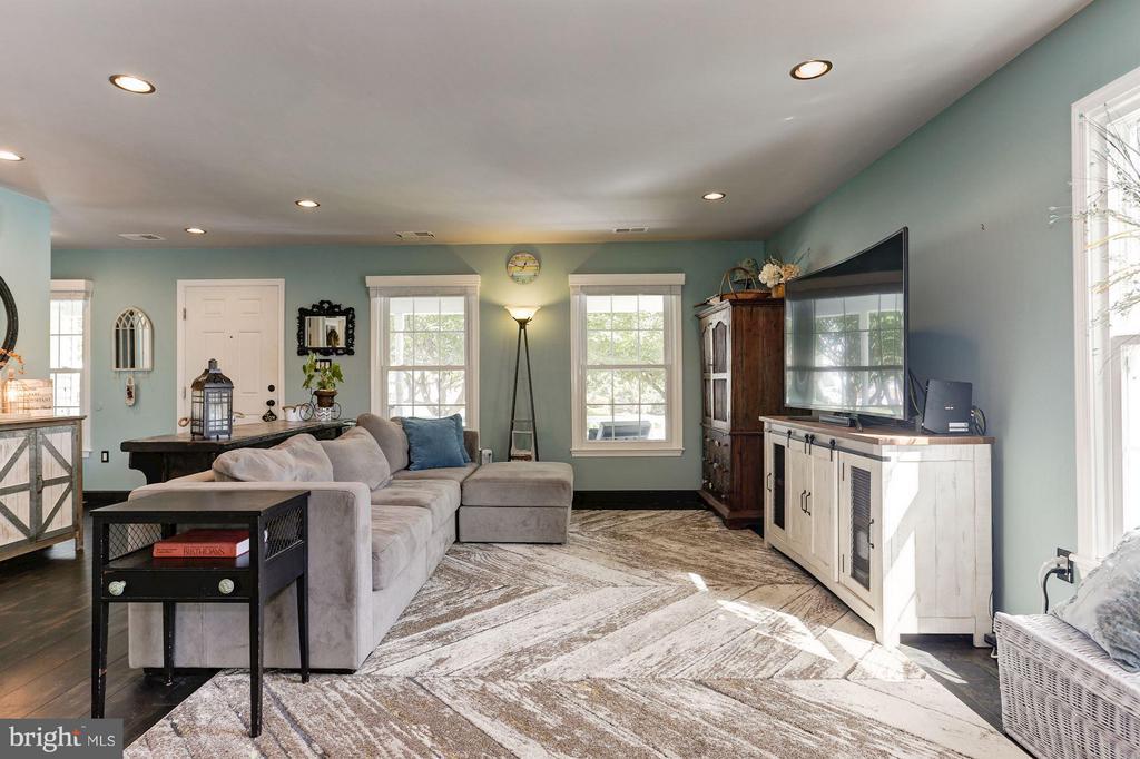 BRAND NEW WINDOWS THROUGHOUT ENTIRE HOUSE! - 415 CLAGETT ST SW, LEESBURG