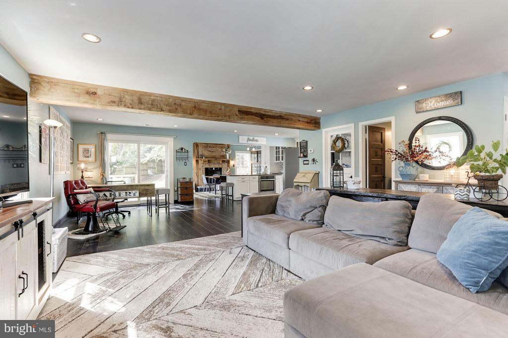 LIVING ROOM - OPENS BEAUTIFULLY to KITCHEN! - 415 CLAGETT ST SW, LEESBURG