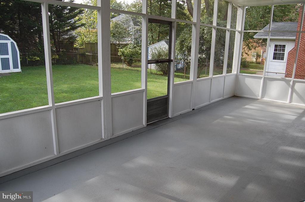 Large Screened Porch - 4402 COLFAX ST, KENSINGTON