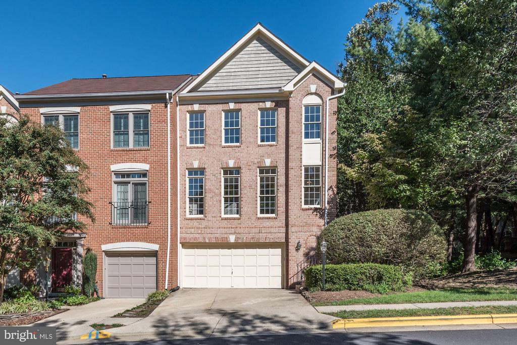 Exterior (End unit surrounded by trees) - 1331 SUNDIAL DR, RESTON