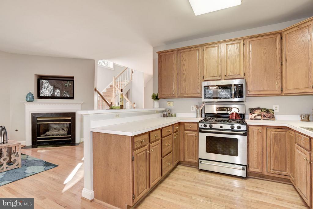Kitchen - 1331 SUNDIAL DR, RESTON