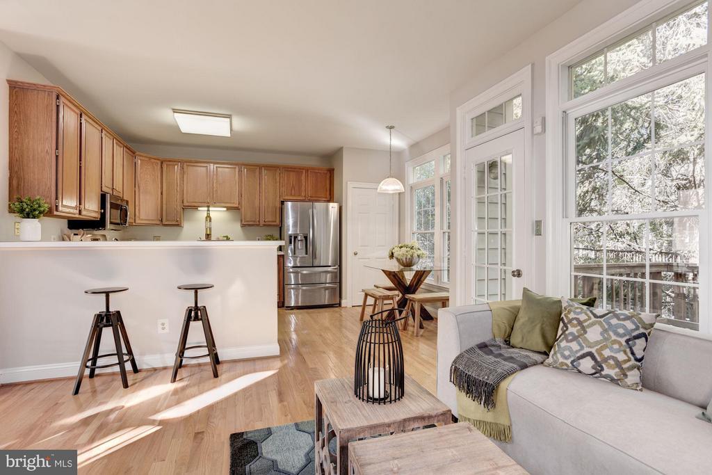 Kitchen/Family Room - 1331 SUNDIAL DR, RESTON