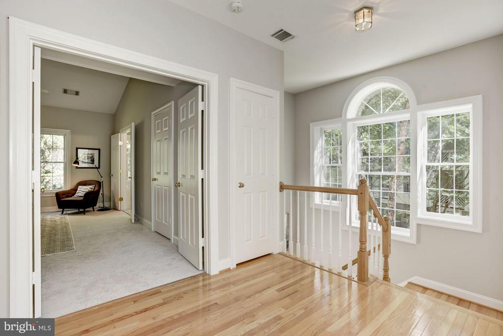 Upstairs hallway - 1331 SUNDIAL DR, RESTON