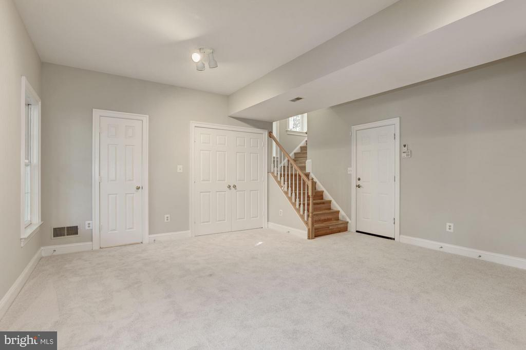 Lower level family room - 1331 SUNDIAL DR, RESTON