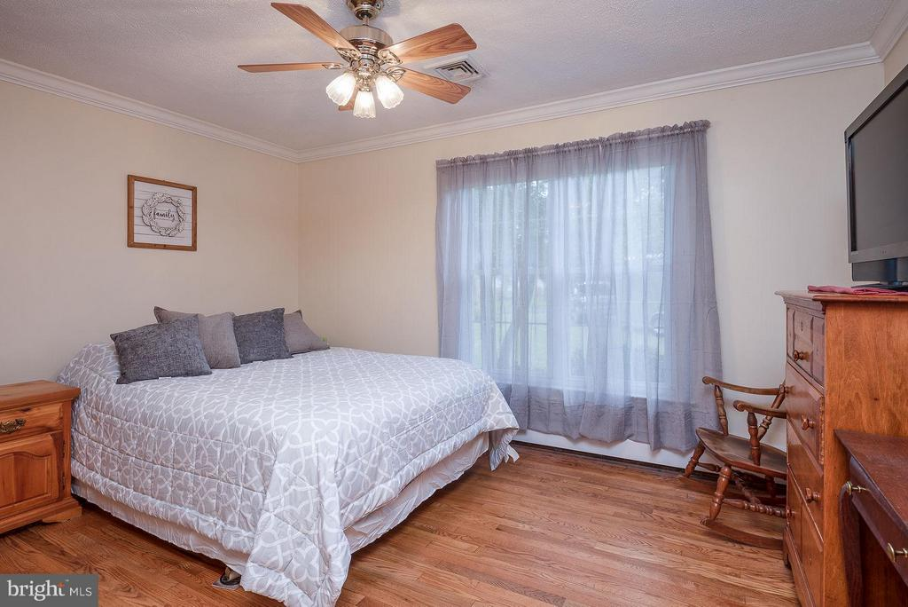 BEDROOM 2 OFFERS HARDWOOD FLOOR - 8021 RUGBY RD, MANASSAS PARK
