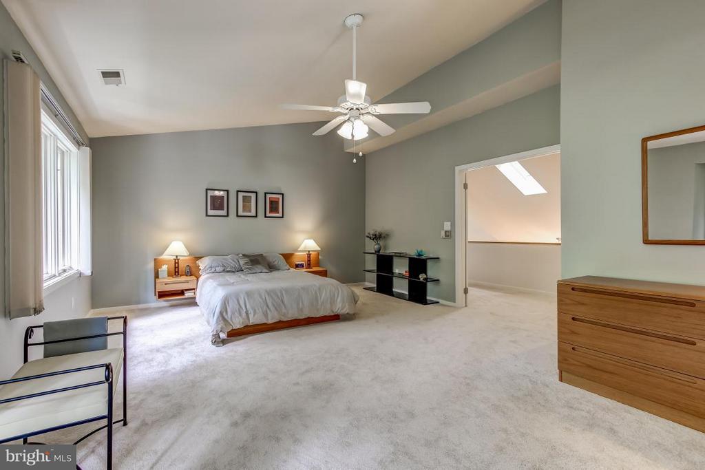 Bedroom (Master) - 1511 N VILLAGE RD, RESTON
