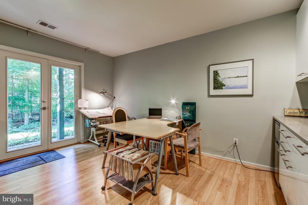 Family Room - 1511 N VILLAGE RD, RESTON