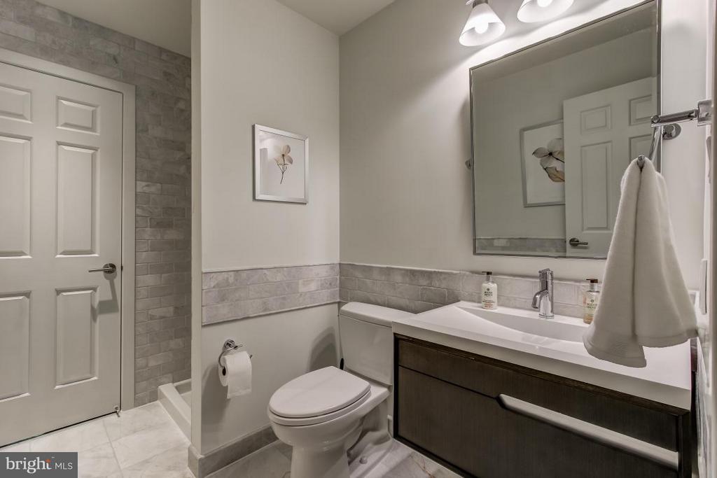 Stunning full bath on Main Level - 1511 N VILLAGE RD, RESTON