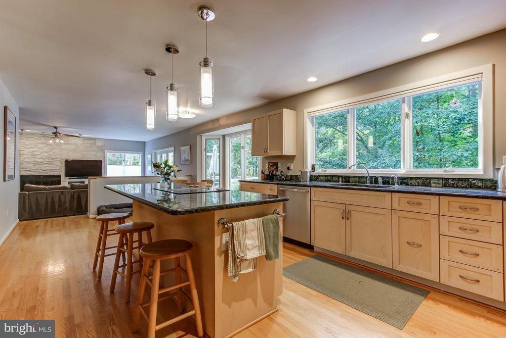 Updated Kitchen with views of Yard - 1511 N VILLAGE RD, RESTON