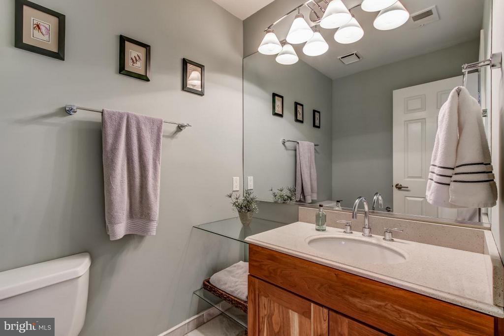 Half Bath on Upper Level adds function! - 1511 N VILLAGE RD, RESTON