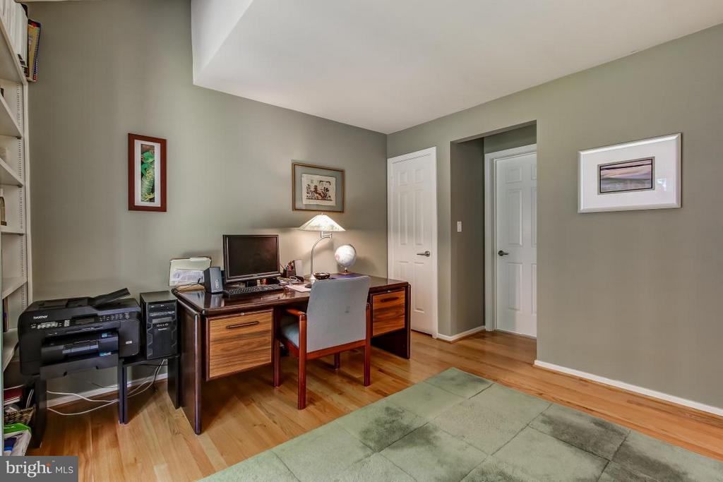 Main Level Study could be a bedroom - 1511 N VILLAGE RD, RESTON