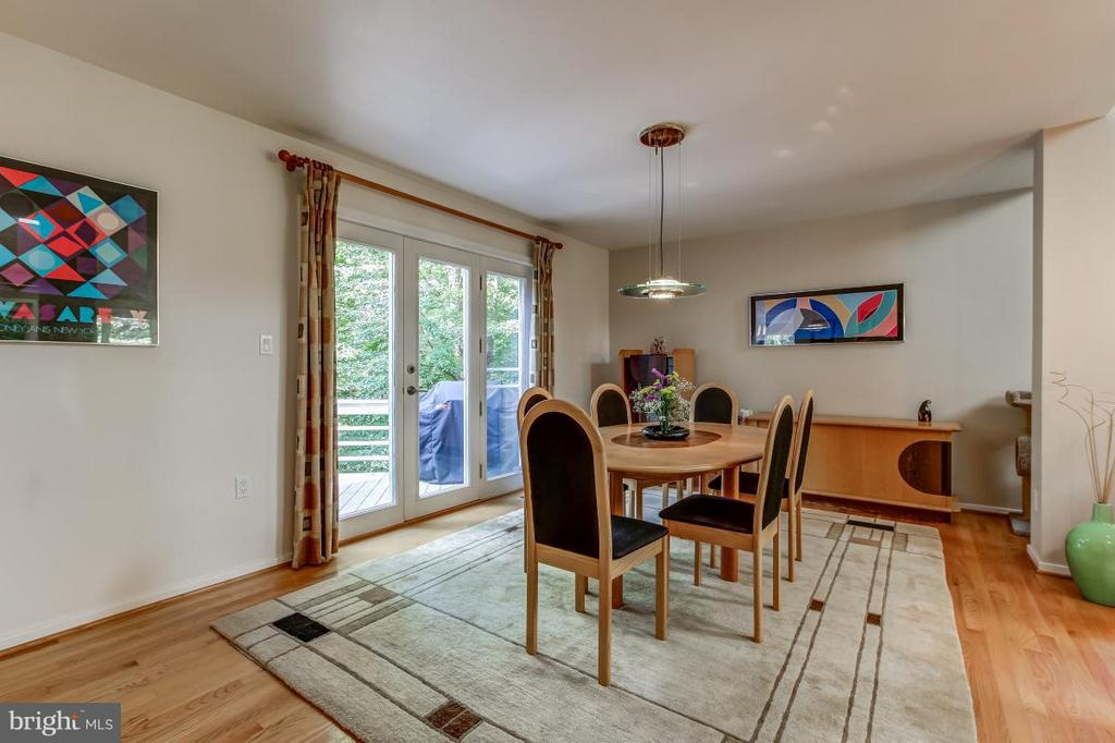 Dining Room opens to Deck - 1511 N VILLAGE RD, RESTON
