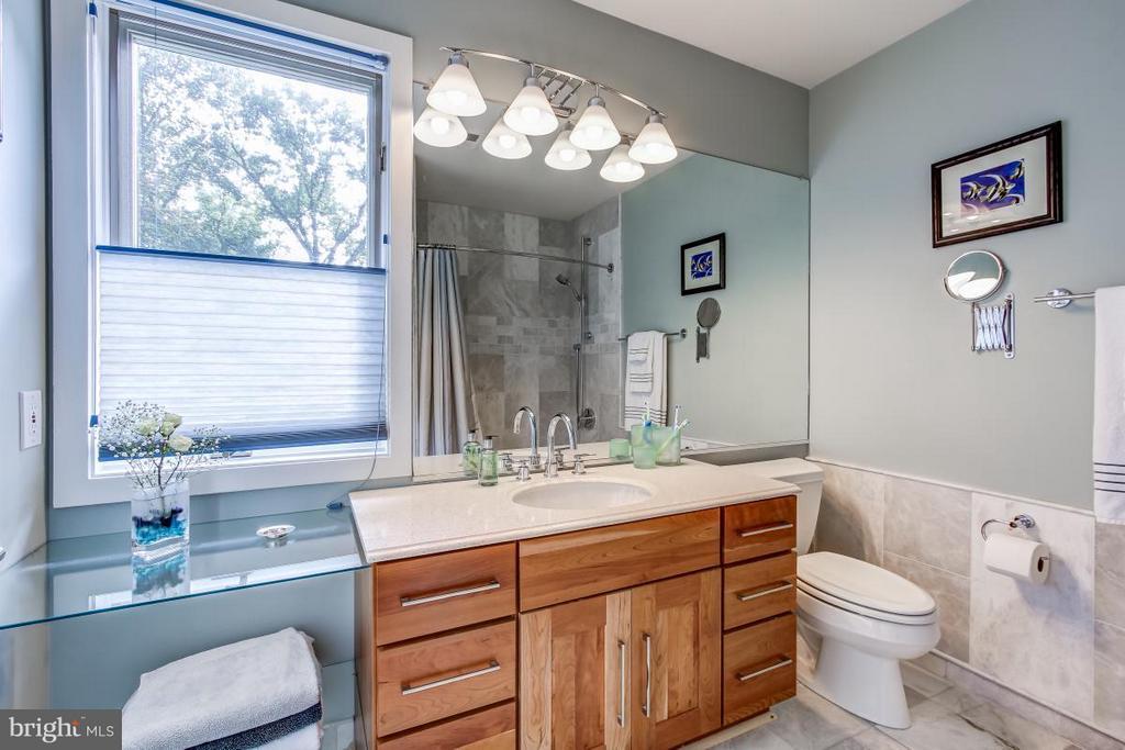 Upper Level Full Bath - 1511 N VILLAGE RD, RESTON