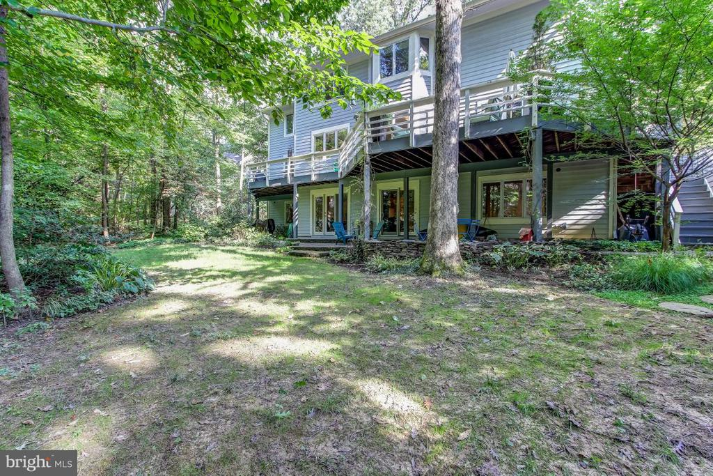 Beautiful Yard with views of the lake! - 1511 N VILLAGE RD, RESTON