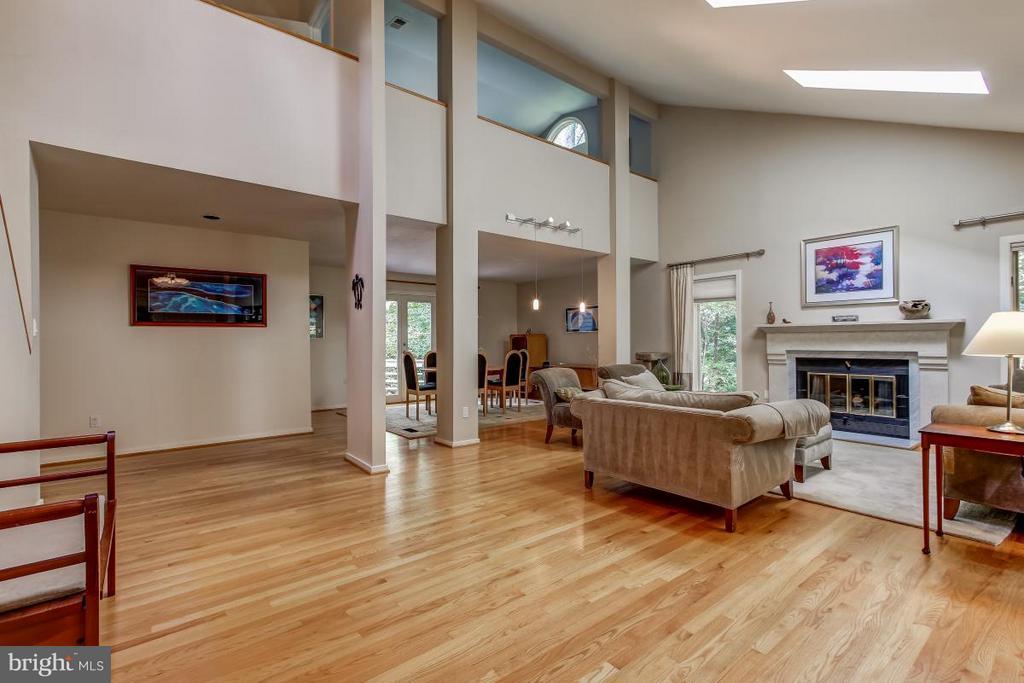 Light fills the house! - 1511 N VILLAGE RD, RESTON