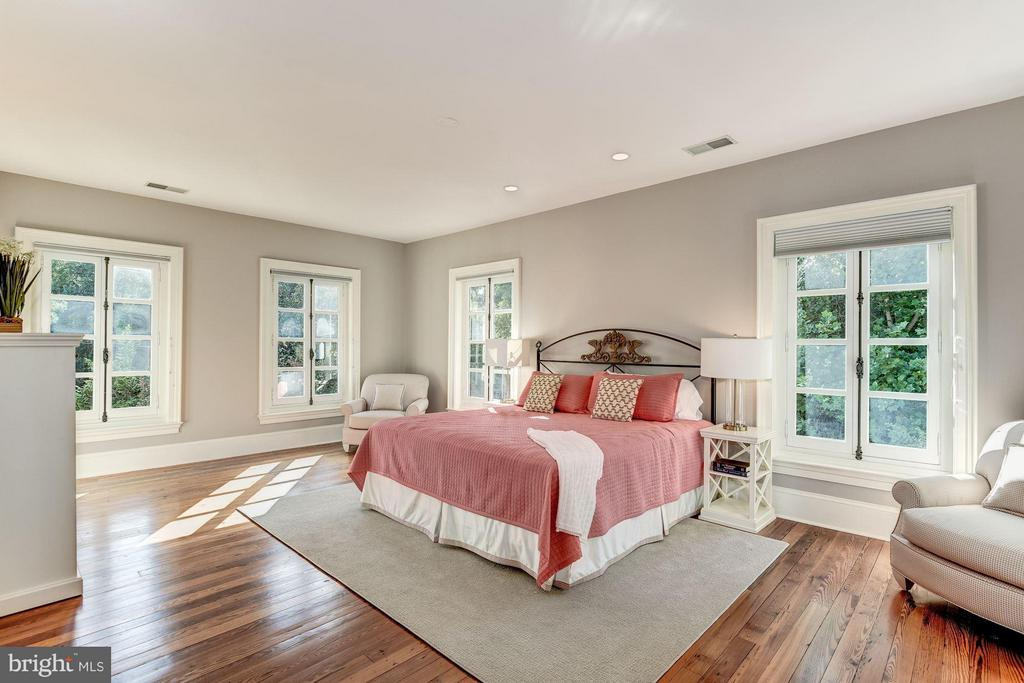 Another luxurious bedroom suite w/ tons of windows - 7705 NORTHDOWN RD, ALEXANDRIA