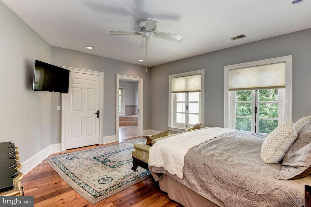 Romantic Master Suite - 7705 NORTHDOWN RD, ALEXANDRIA